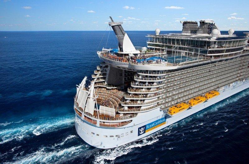 Royal Caribbean planea eliminar un centenar de empleos en Reino Unido