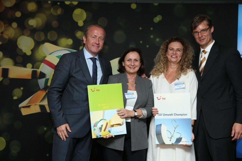 De izqu. a dcha. director de contratación de TUI, Arjan Kers; directora de Grupotel Parc NaturalSofía Dobrzecki; directora general de Grupotel Hotels, Margalida Ramis, y director producto TUI España y Portugal, Sven Görrisen.