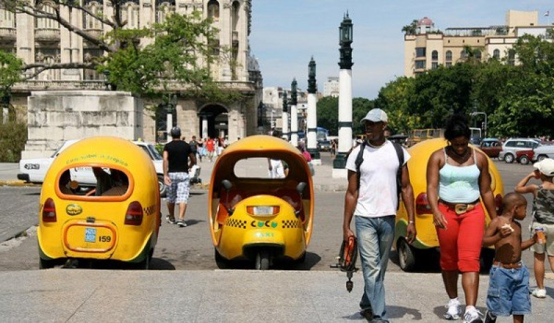 El coco-taxi, versión tropicalizada del moto-taxi (Foto de Snaxx en Flickr).