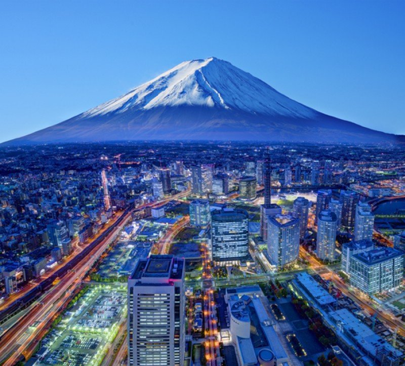 La ciudad japonesa de Yokohama con el monte Fuji al fondo. #shu#