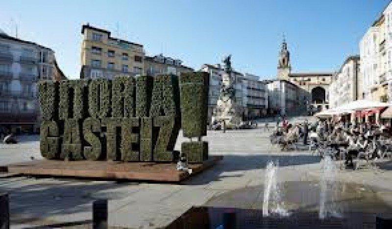 Los turistas muestran especial interés por conocer las ciudades vascas.