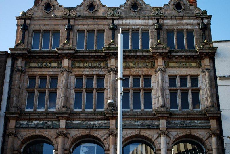 El turoperador tiene más de siglo y medio de historia. Edificio de su sede fundacional en Leicester.