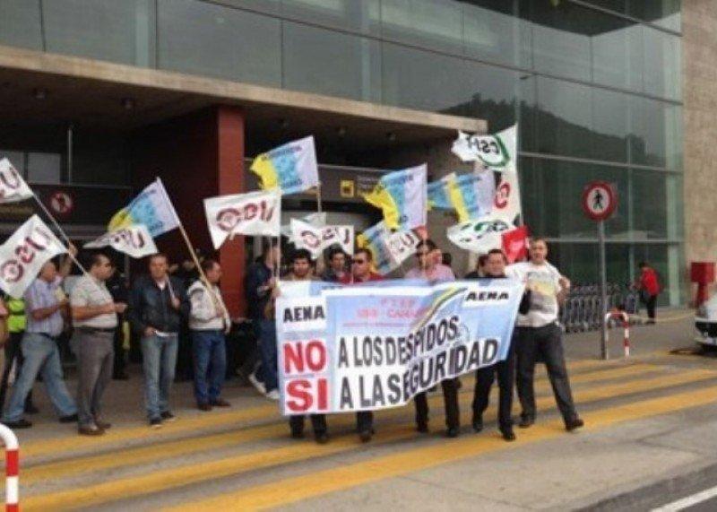 Vigilantes de seguridad de los aeropuertos protestan los recortes de plantilla