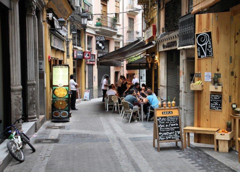 Bares en una calle de Valencia. #shu#