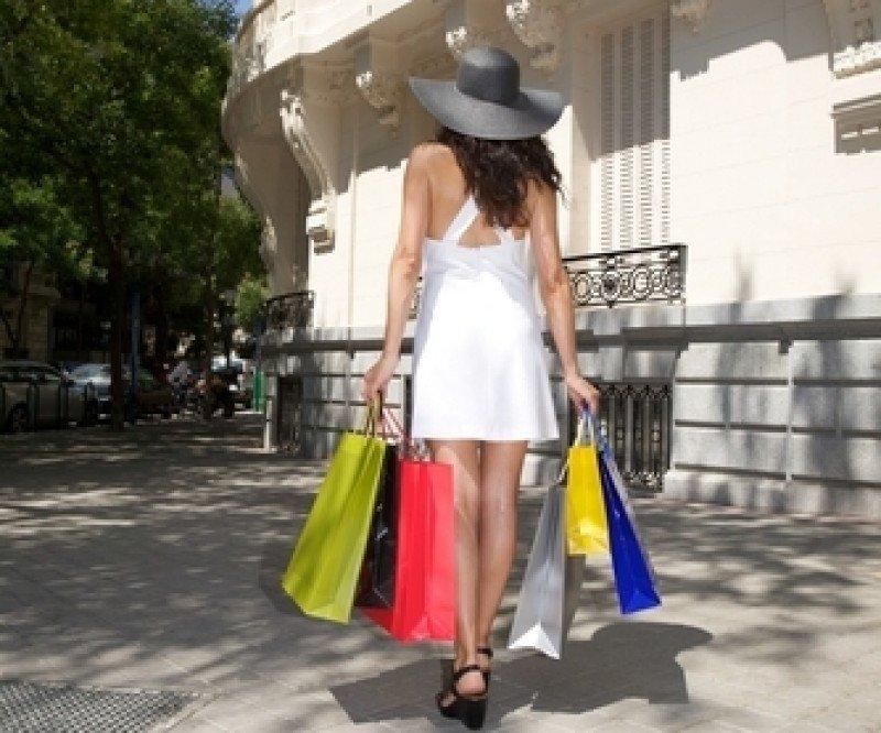 La Comunidad de Madrid, que liberalizó por completo los horarios comerciales hace un año, incrementó las ventas a los turistas extranjeros un 29% entre enero y agosto. #shu#