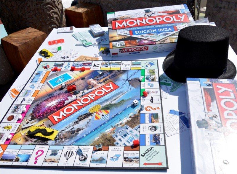 La nueva edición del Monopoly de Ibiza incluye los lugares y edificios más emblemáticos de la isla, elegidos por los propios ibicencos.