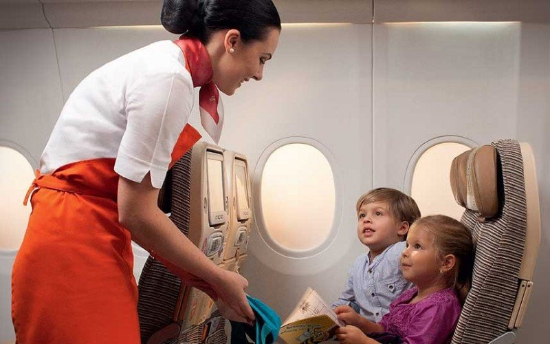 Etihad Airways introduce nuevo servicio: niñeras a bordo