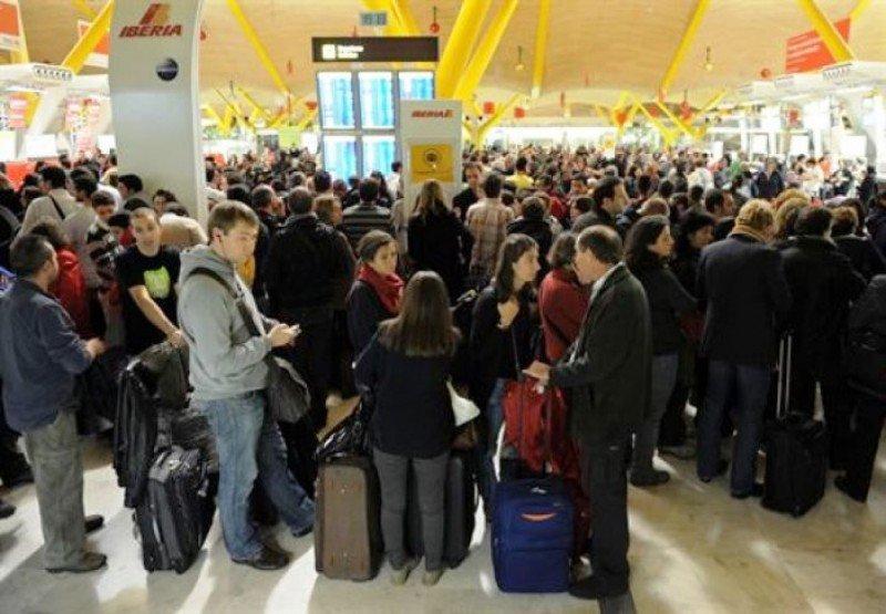 pasajeros afectados por el cierre del espacio aéreo (Foto: Jasper Juinen).