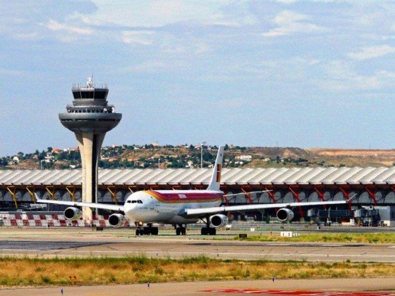 Iberia achaca la caída del tráfico en la T4 al descenso de la demanda aérea en Madrid