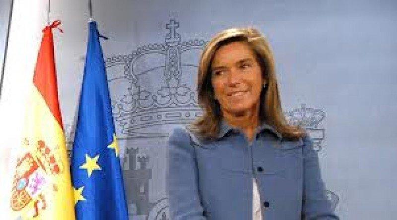 La ministra de Sanidad, Ana Mata, reconoce que el Gobierno estudia una respuesta para Eurovegas.