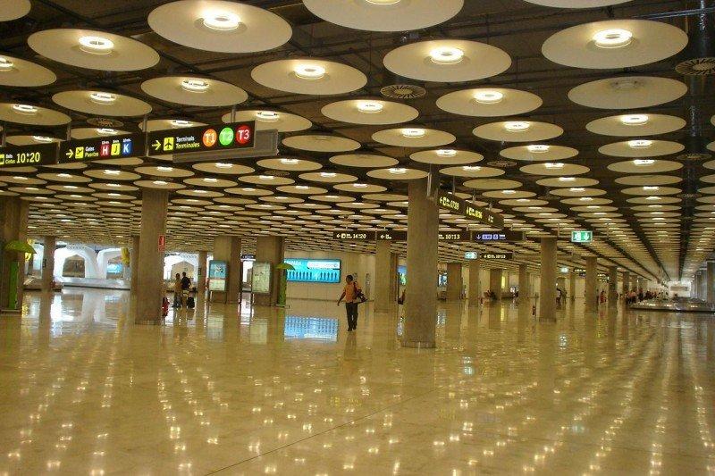 Plan estratégico para Madrid-Barajas que incluya conexión AVE y nuevas rutas