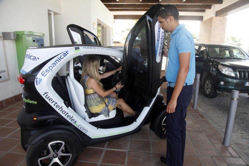 Fuerte Hoteles, primera cadena andaluza en implantar el alquiler de coches eléctricos