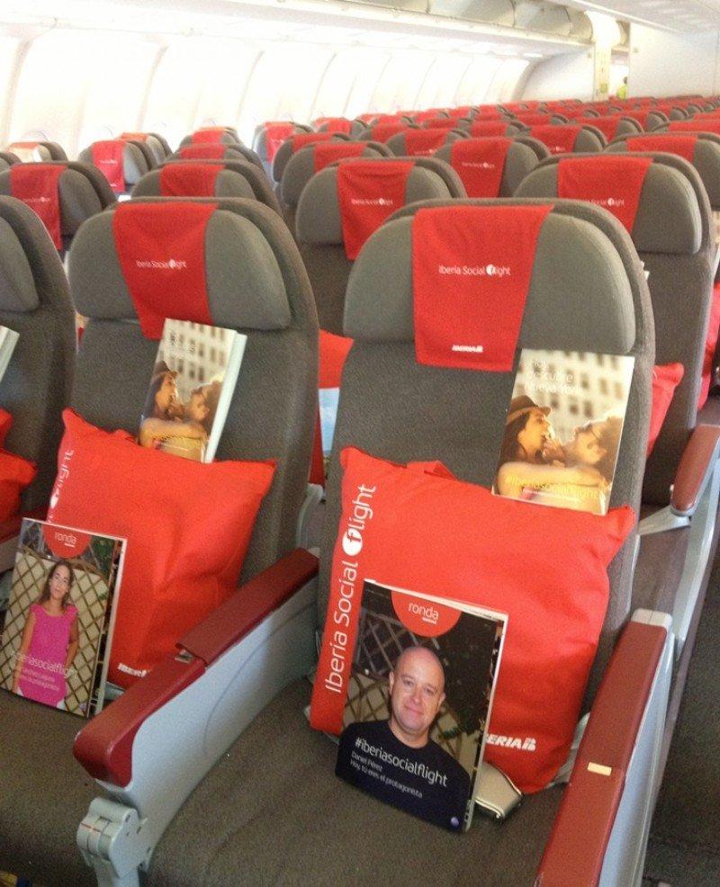 Hasta la revista de a bordo fue tematizada con el social flight de Iberia