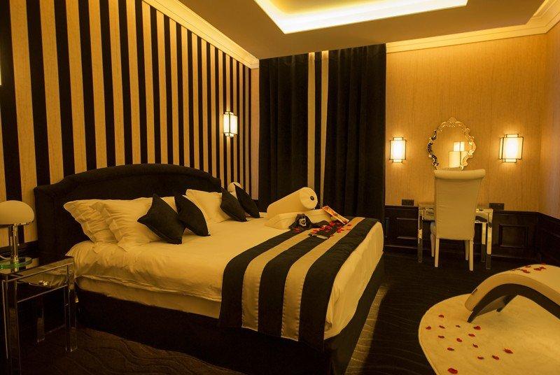 Suite Martarita Bonita en el Hotel Imperator, en Nîmes, Francia.