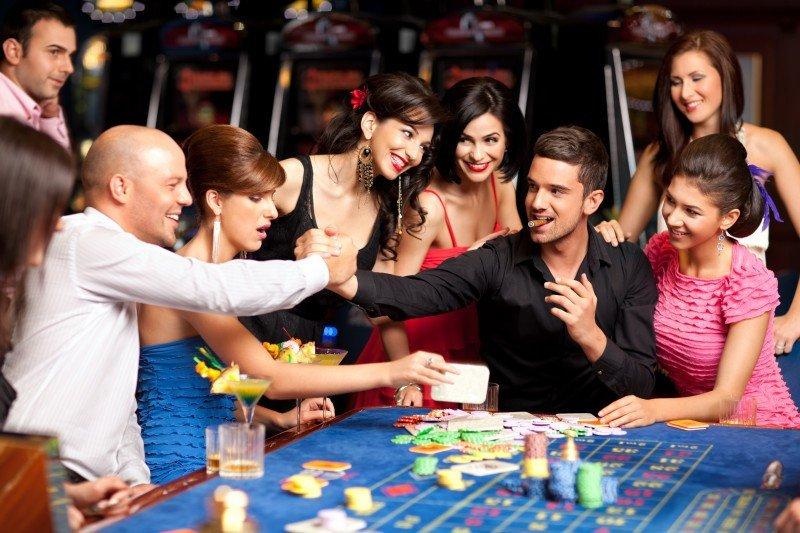 Sanidad podría permitir fumar en los casinos siguiendo el ejemplo de los clubs de fumadores. #shu#