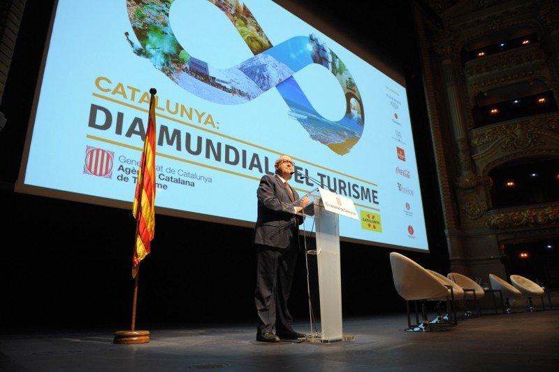 Felip Puig insiste en que los ingresos procedentes de la tasa turística se destinarán 'integramente a promoción'.