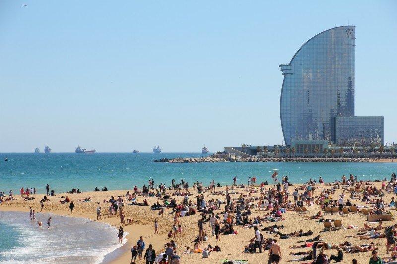 Cataluña fue la comunidad autónoma que más turistas recibió y más ingresos obtuvo de enero a agosto. #shu#