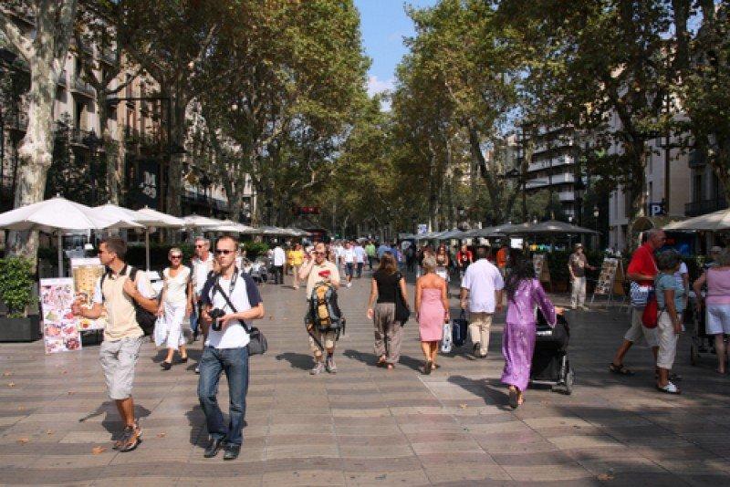 Turistas en las Ramblas de Barcelona. #shu#