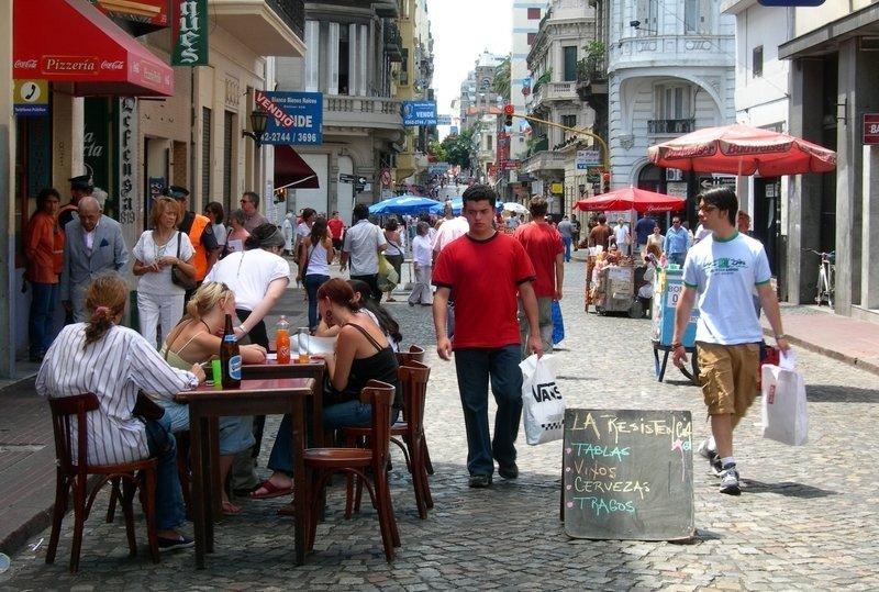 La ley votada en 2001 contempla devolución del IVA para hotelería y restaurantes.