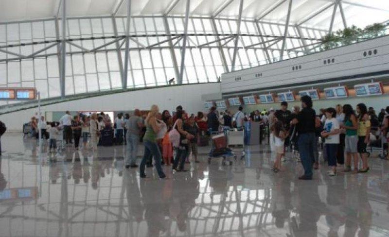 Pasajeros embarcando en el Aeropuerto de Carrasco