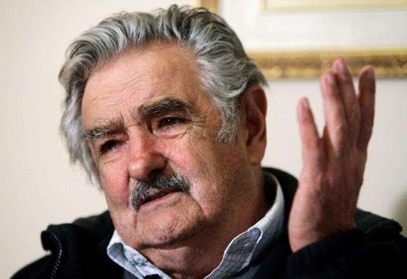 José Mujica: promoción de viajes en las puertas de los liceos es 'moralmente delictivo'.