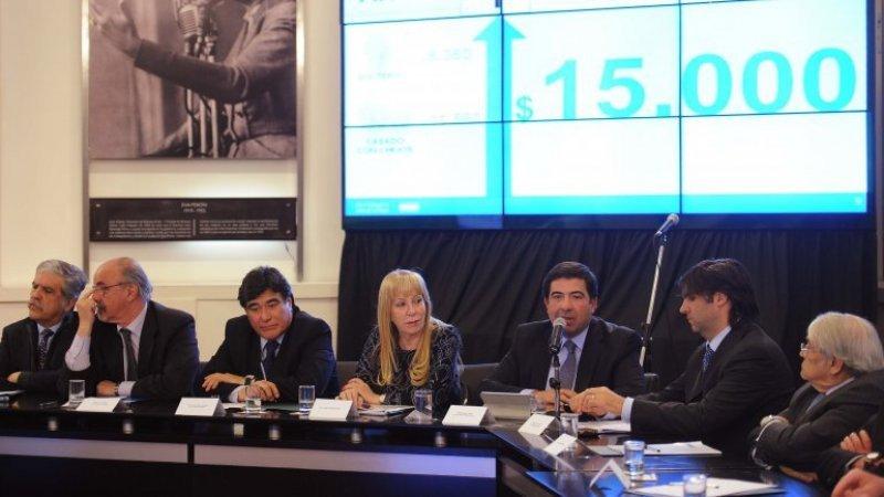 El anuncio fue dado por Ricardo Echegaray en el marco de un encuentro con banqueros, empresarios y sindicalistas.