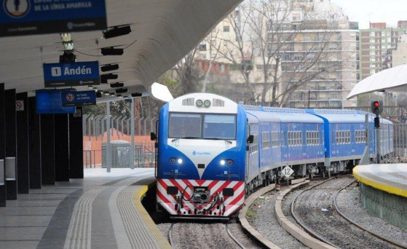 Formación 0km que refuerza el servicio de la Línea Sarmiento en el ramal Once-Moreno.