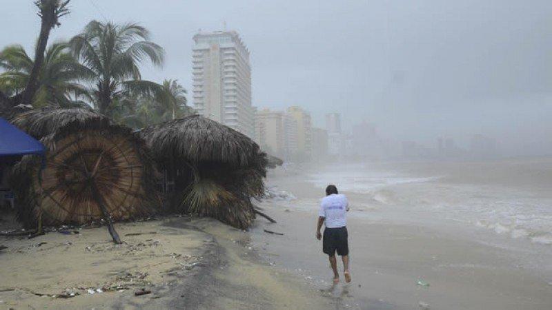 La tormenta Manuel causó muertes y destrozos en uno de los principales destinos turísticos de México