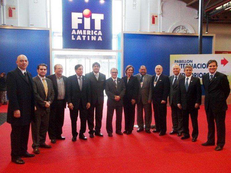 Directiva y delegados de CETUR tras la reunión en la FIT