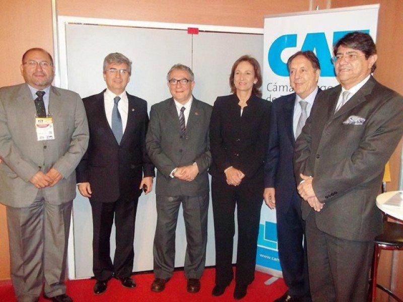 Miembros de la directiva de CETUR: Iván López Villalba (Ecuador), Enrique Finocchietti (Córdoba), Luis Borsari (Uruguay), María Claudia García Gómez, (Colombia), junto a Ghezzi y Canales.