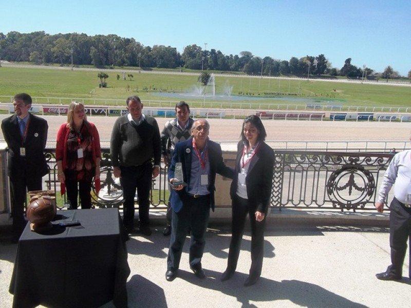 El premio al Ministerio de Turismo fue recogido por Paola Bianchi