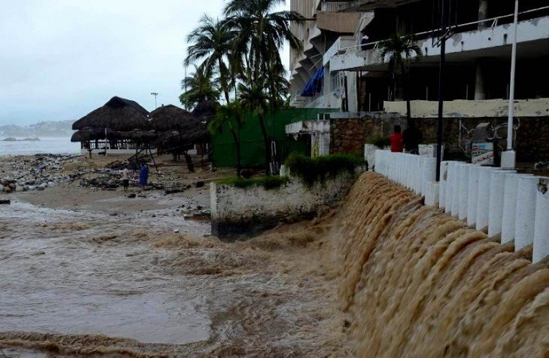 Más de 40.000 turistas quedaron atrapados por las lluvias.