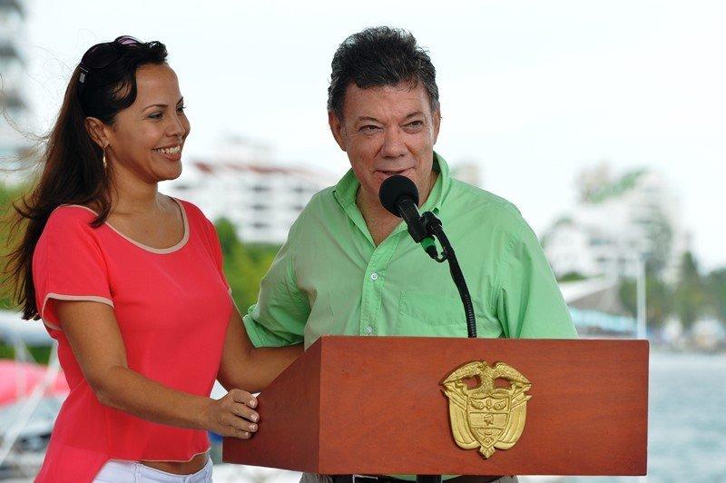 Sandra Howard Taylor, feliz con su nombramiento, junto al presidente Santos en San Andrés
