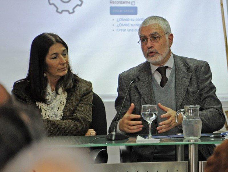 La directora general de secretaría del Ministerio de Turismo, Hyara Rodríguez, y el director nacional de Turismo, Benjamín Liberoff, en la presentación.