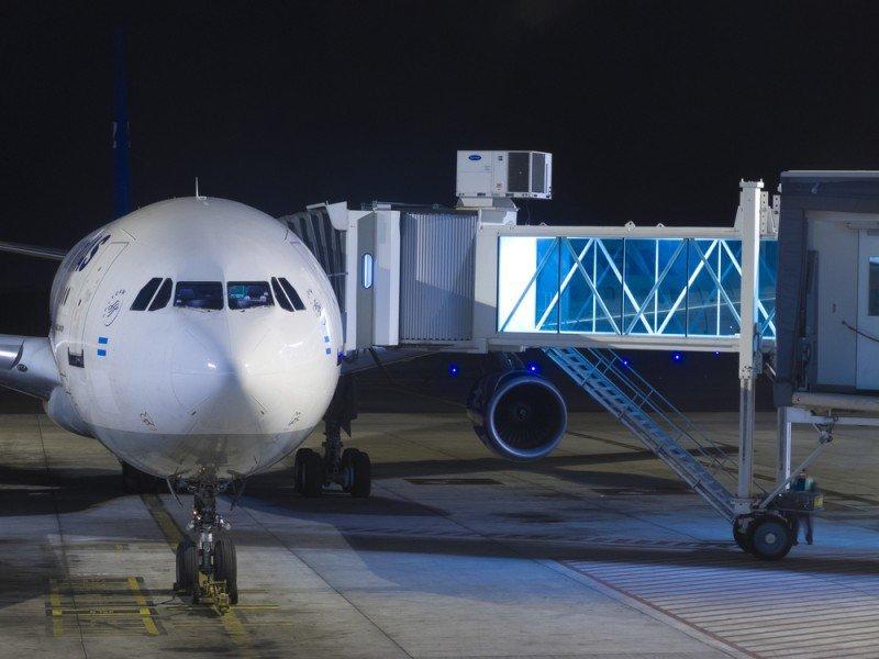 Ezeiza registró 2296 vuelos internacionales y Aeroparque 931. #shu#
