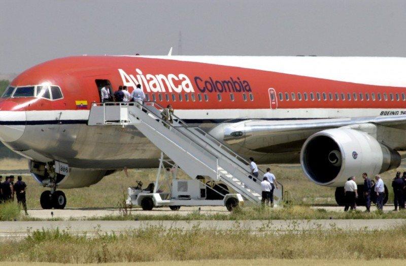 Pilotos de Avianca mantienen protesta por salarios