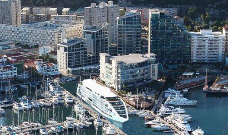 El Gibraltar Sunborn, que finalmente recalará en La Roca en lugar de en la Ciudad Condal.