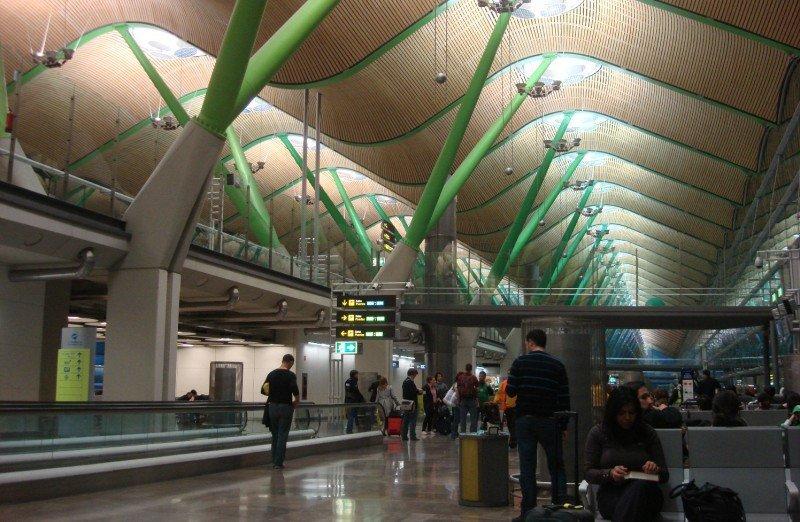 Las tasas de Madrid-Barajas podrían bajar para impulsar su tráfico
