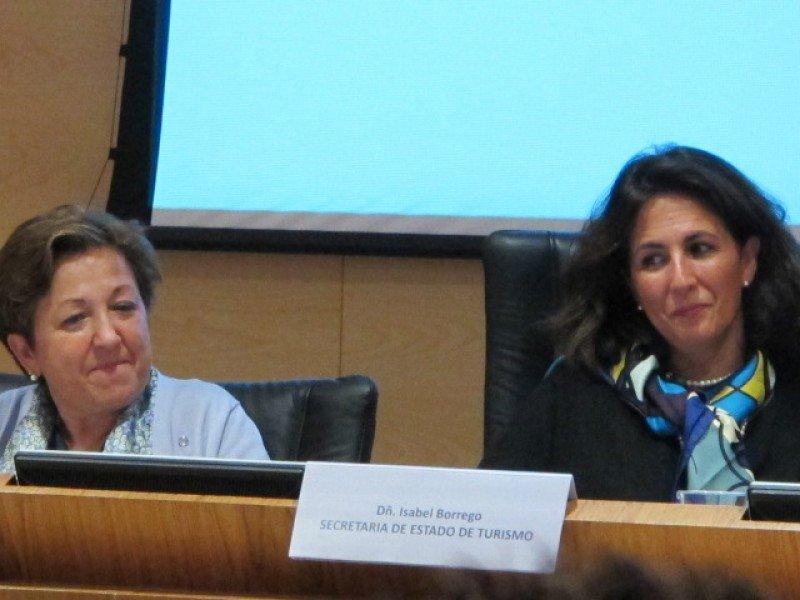 La directora general de Sanidad, Pilar Farjas, y la secretaria de Estado de Turismo, Isabel Borrego.