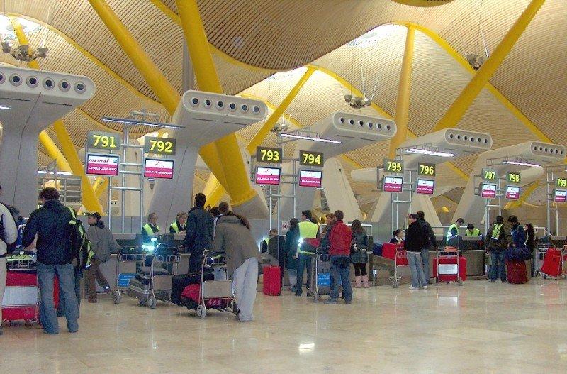 La reestructuración de Iberia y la competencia del AVE, detrás de la caída de Barajas
