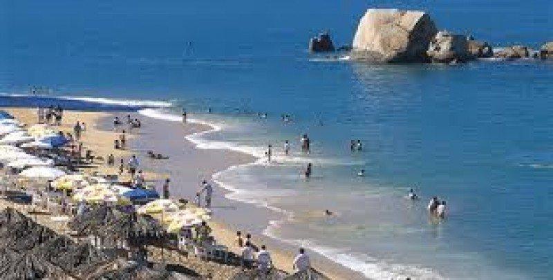 Acapulco fue uno de los destinos turísticos afectados por el paso de dos tormentas.