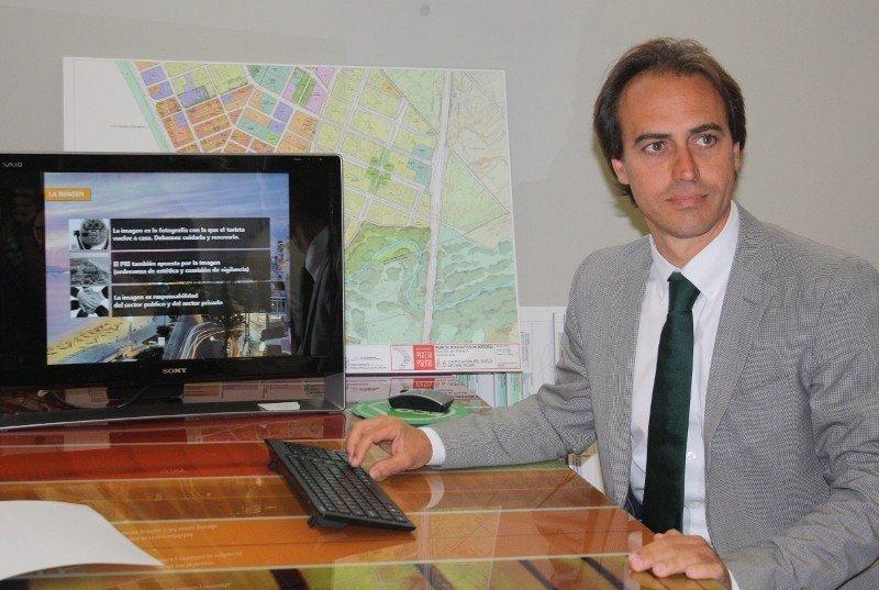 Álvaro Gijón, gerente del consorcio Playa de Palma.