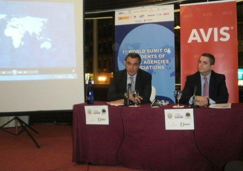Rafael Gallego, presidente de CEAV (Izda.), y Ramón Biarnés, director comercial de Avis para España, Italia y Portugal.