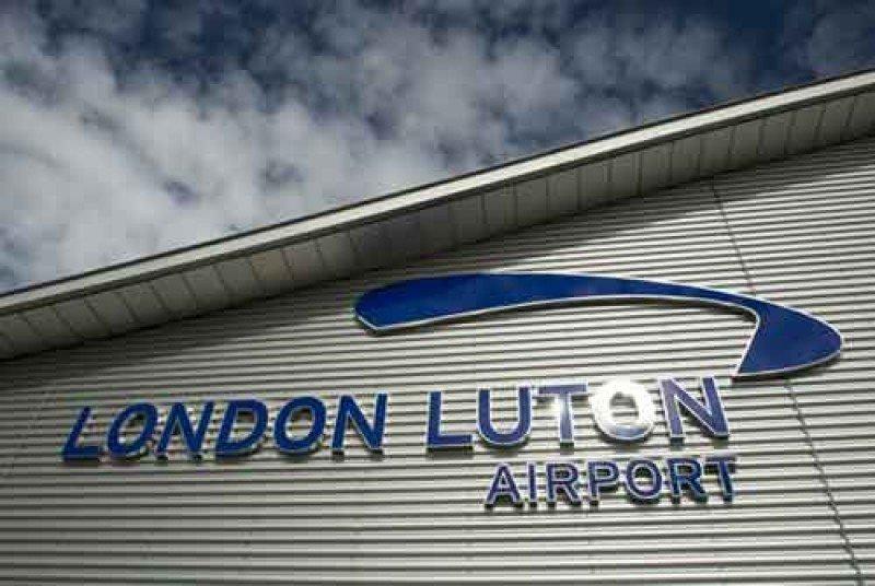 Autorizan la compra del Aeropuerto de Londres Luton a Aena y AXA