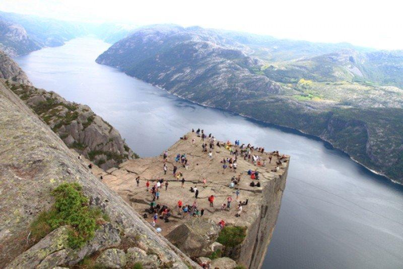 La roca del Púlpito, en los fiordos noruegos. #shu#