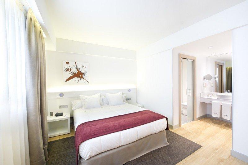 El nuevo hotel cuenta con 52 habitaciones distribuidas en seis plantas.