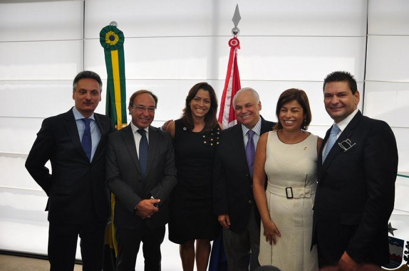 El acuerdo se ha firmado en el Ayuntamiento de Maceió con la presencia de Teotonio Vilela, Gobernador de Alagoas; Daniela Novis, secretaria de Turismo de Alagoas; Rui Palmeira, alcalde de Maceió; Claudia Pessoa, secretaria de Turismo de Maceió, y Jose Antonio González.