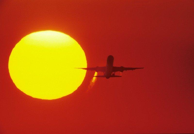 Las aerolíneas pagarán por sus emisiones de CO2 a partir de enero