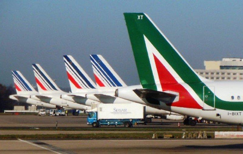 Air France-KLM podría reducir al 11% su participación en Alitalia