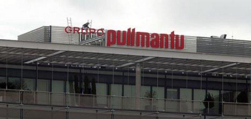 Tras la quiebra de Marsans, Pullmantur -que compartía sede con el quebrado grupo-, puso su rótulo en lo alto del edificio Pórtico.